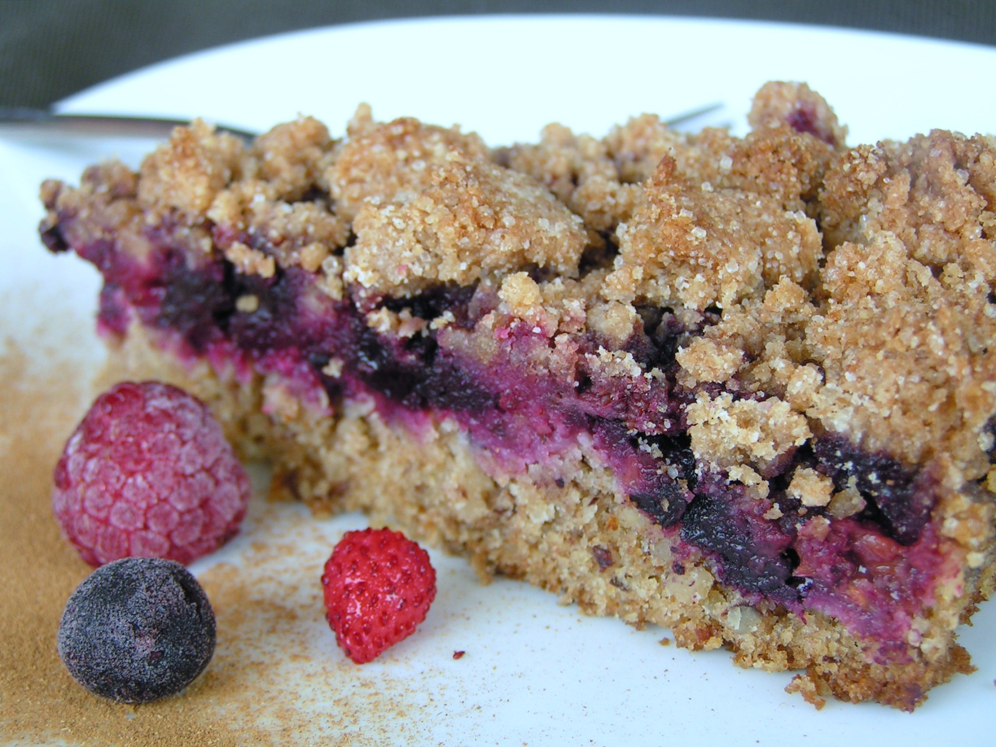 Berry Cake with Crumbles