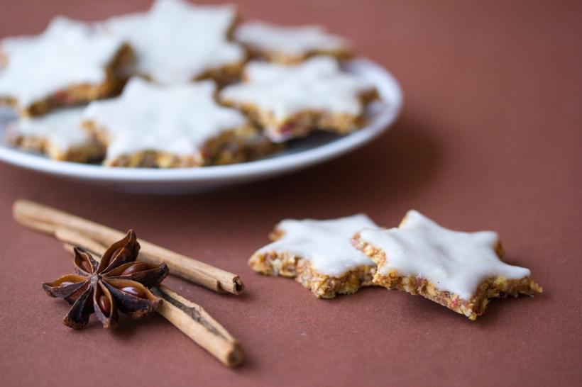 Die traditionelle Weihnachtsguezli neu interpretiert: Gesund, ohne Eier, Milch, Mehl oder Zucker.